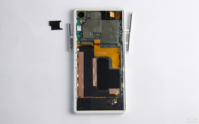 Xperia-Z2-disassembly-guide_13-640x400