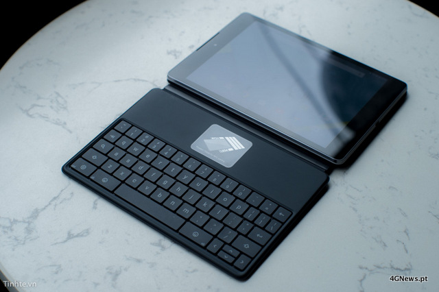 First-Nexus-9-with-keyboard-cover-hands-on-photos-16.jpg