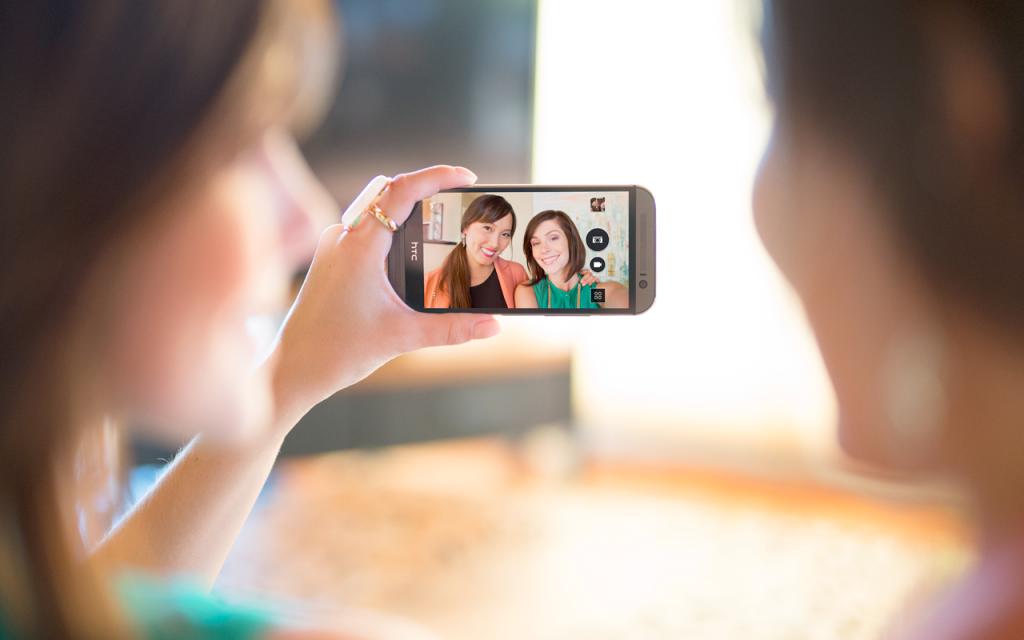 HTC-EYE-Experience-Auto-Selfie