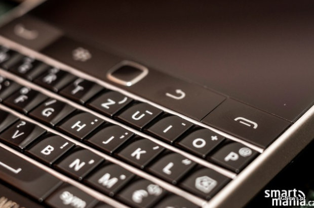Images-of-the-BlackBerry-Classic-9.jpg