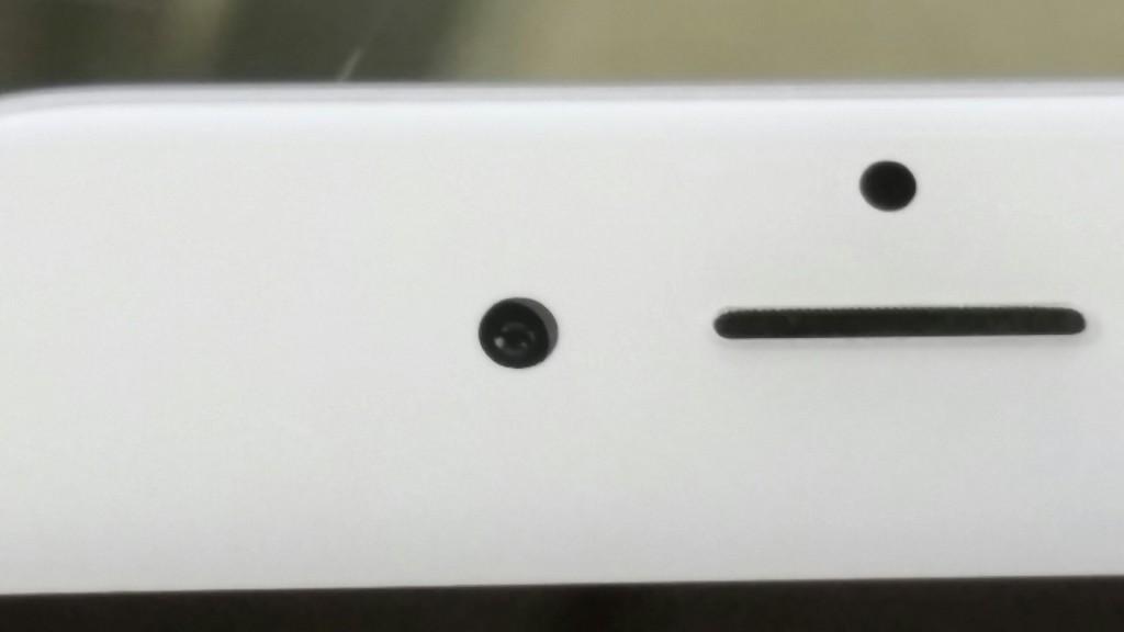 Misaligned-selfie-camera-on-iPhone-6-2