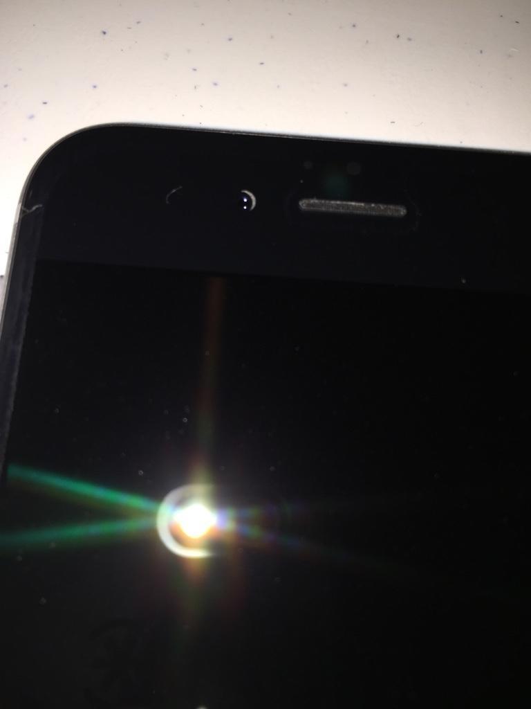 Misaligned-selfie-camera-on-iPhone-6-5.jpg