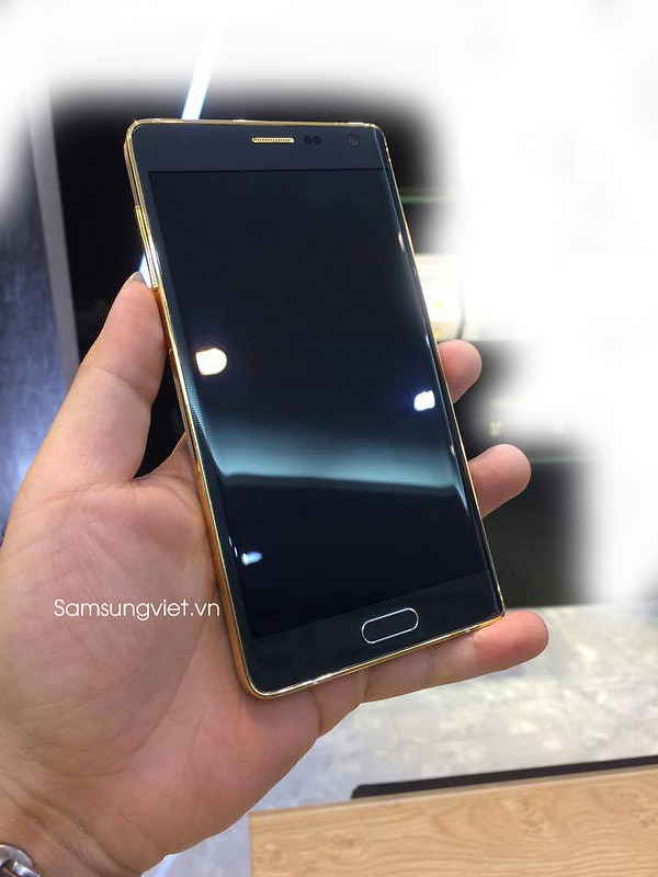 Thats-might-be-the-gold-plated-version-of-the-Samsung-Galaxy-Note-Edge-2.jpg