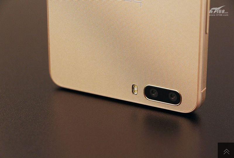 Huawei-Hnor-6-Plus-in-gold-10.jpg