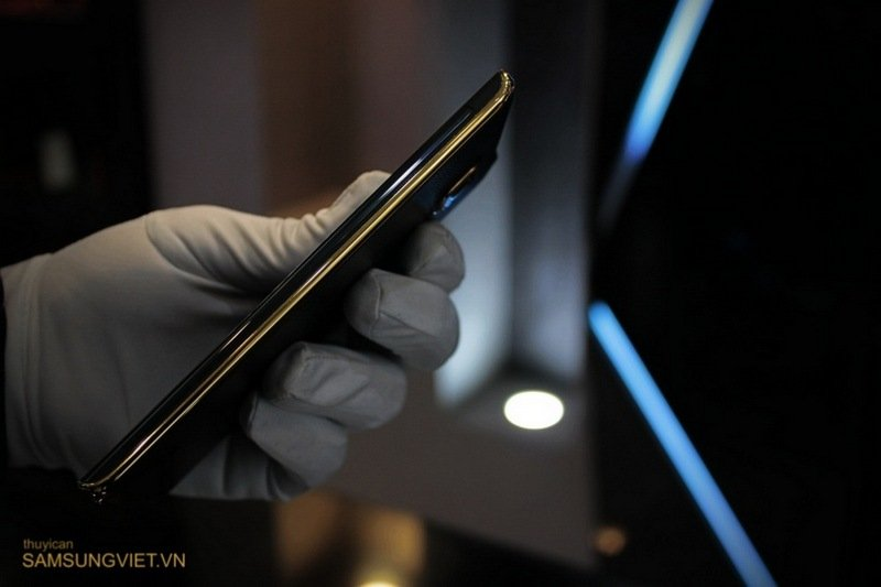 A-closer-look-at-the-gold-version-of-the-Galaxy-Note-Edge-14.jpg