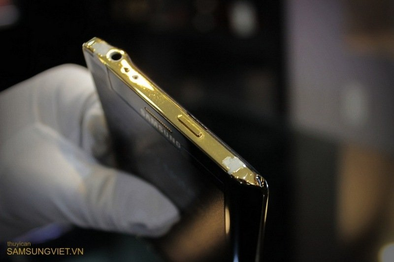 A-closer-look-at-the-gold-version-of-the-Galaxy-Note-Edge-16.jpg