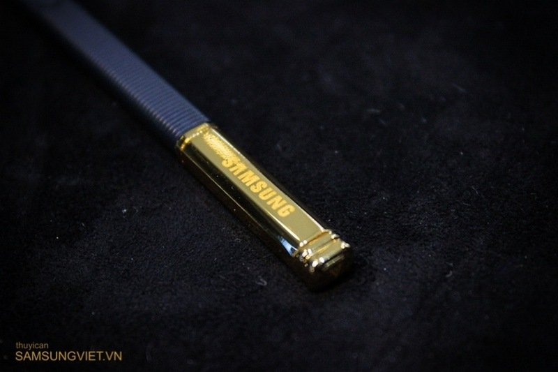A-closer-look-at-the-gold-version-of-the-Galaxy-Note-Edge-22.jpg