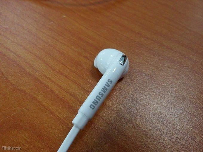 Samsung-Galaxy-S6-earbuds-14.jpg