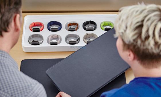 Apple-Watch-on-display-at-the-Apple-Store.jpg-3.jpg