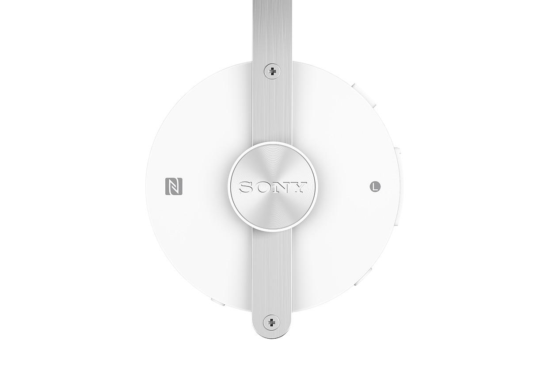 SBH60-Stereo-Bluetooth-Headset-gallery-04-1240x840-af949a5005ed26b9bee9ae8acfa1a2a7.jpg