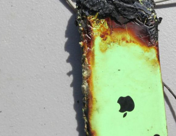 Apple-iPhone-catches-fire-burns-teenager.jpg-4.jpg