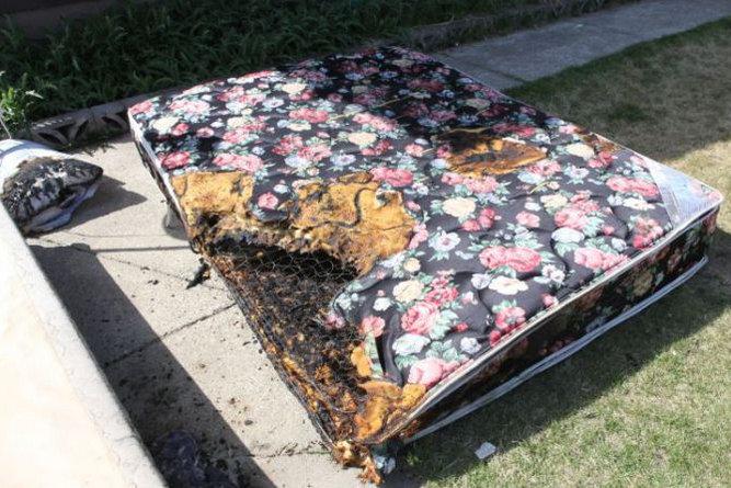 Apple-iPhone-catches-fire-burns-teenager.jpg-6.jpg