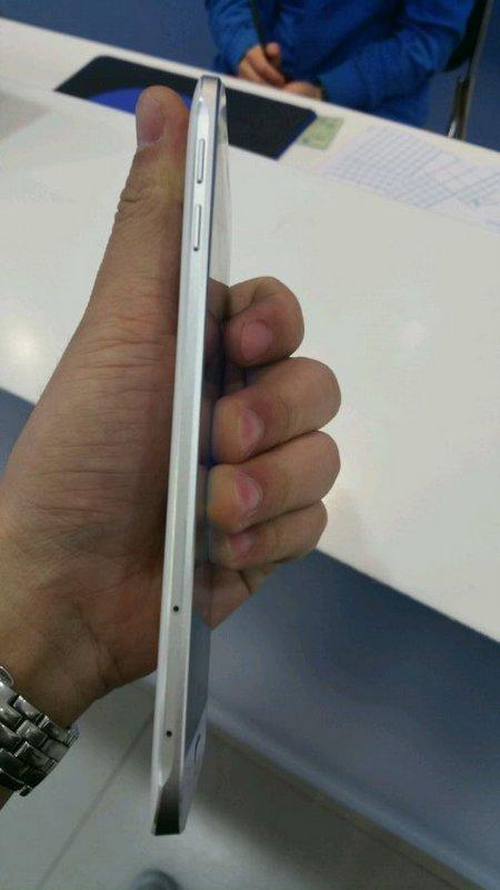 Samsung-Galaxy-A8-3.jpg