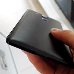 Earlier-leaked-alleged-Nexus-5-images.jpg