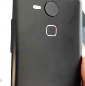 Earlier-leaked-alleged-Nexus-5-images2.jpg