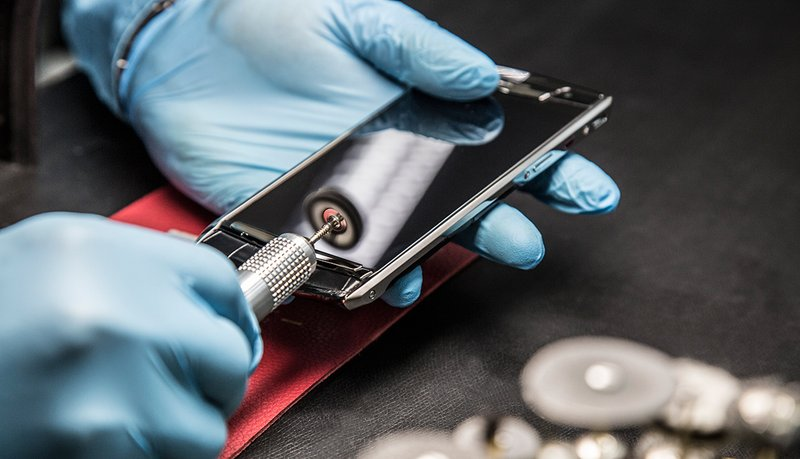 Vertu-New-Signature-Touch-craftsmanship.jpg