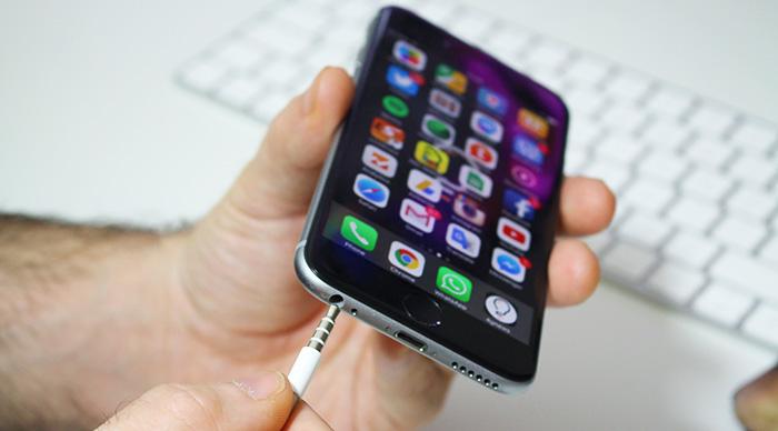 Samsung vai mesmo seguir a Apple e eliminar a entrada de áudio