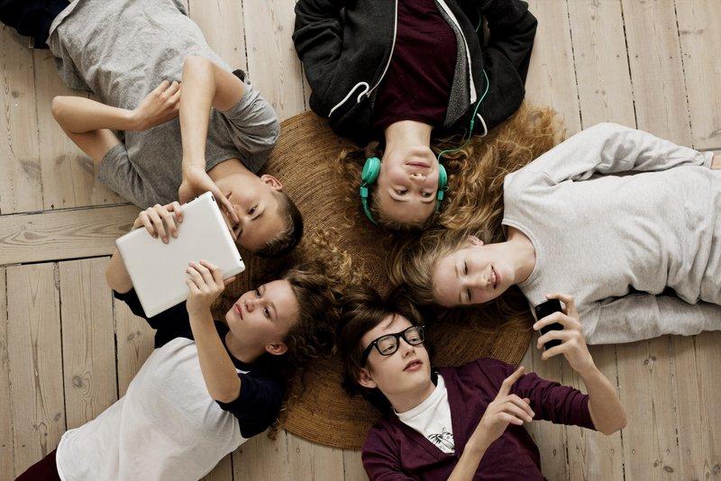 teens-on-social-network