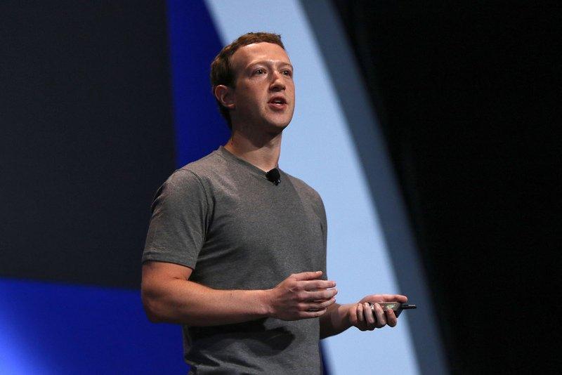 Mark-Zuckerberg-CEO-at-Facebook-2