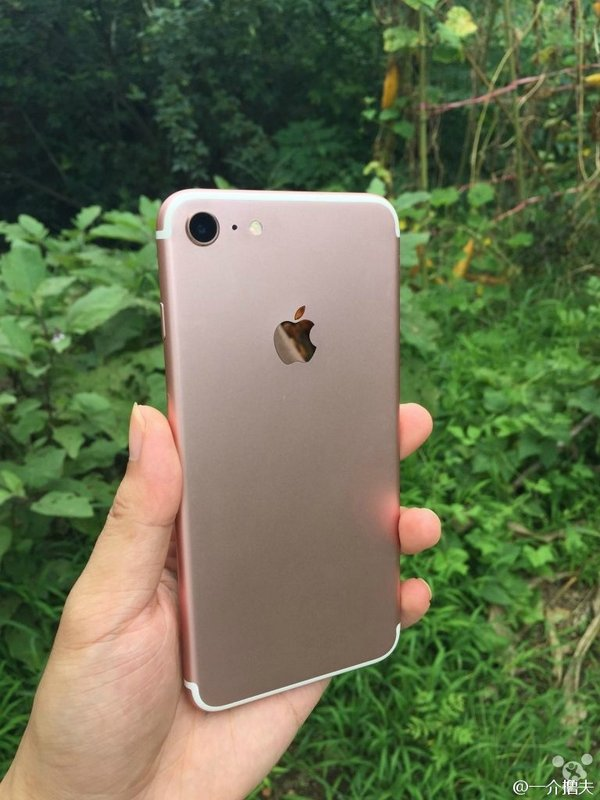 Apple-iPhone-7-and-iPhone-7-Plus-leaked-images-001.jpg
