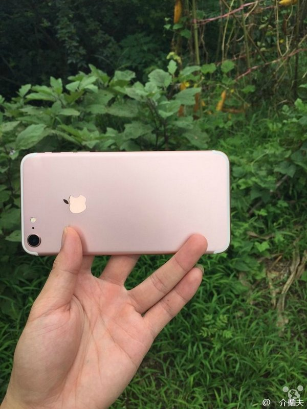 Apple-iPhone-7-and-iPhone-7-Plus-leaked-images.jpg