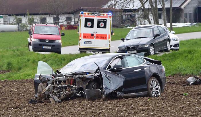 Model S tesla acidente (1)