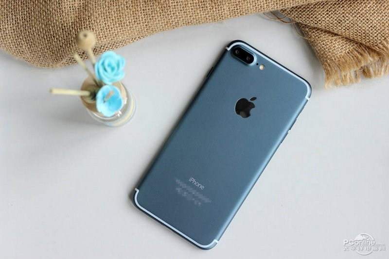 Alleged-iPhone-7-Plus-in-Deep-Blue-13