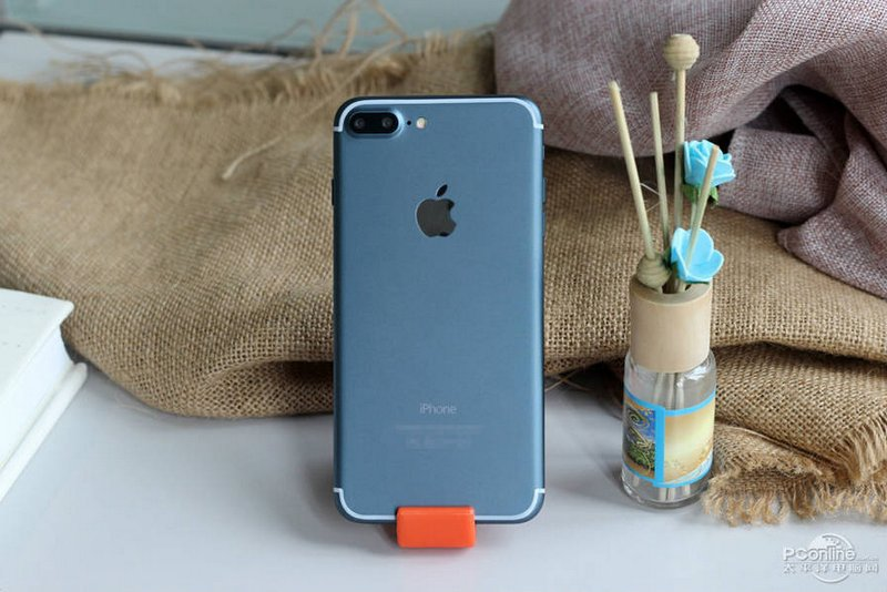 Alleged-iPhone-7-Plus-in-Deep-Blue-2