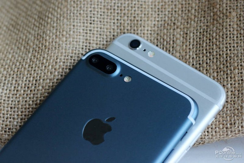 Alleged-iPhone-7-Plus-in-Deep-Blue-6.jpg
