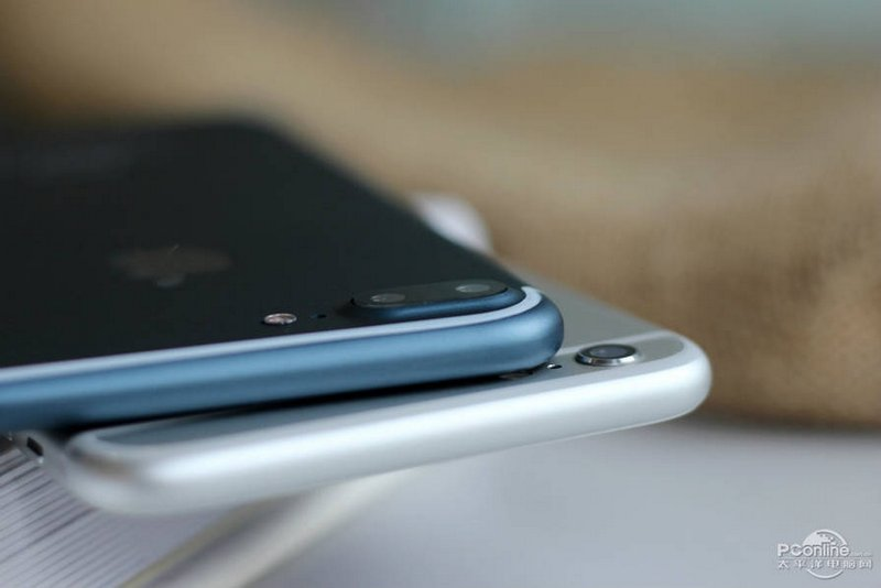 Alleged-iPhone-7-Plus-in-Deep-Blue-9.jpg