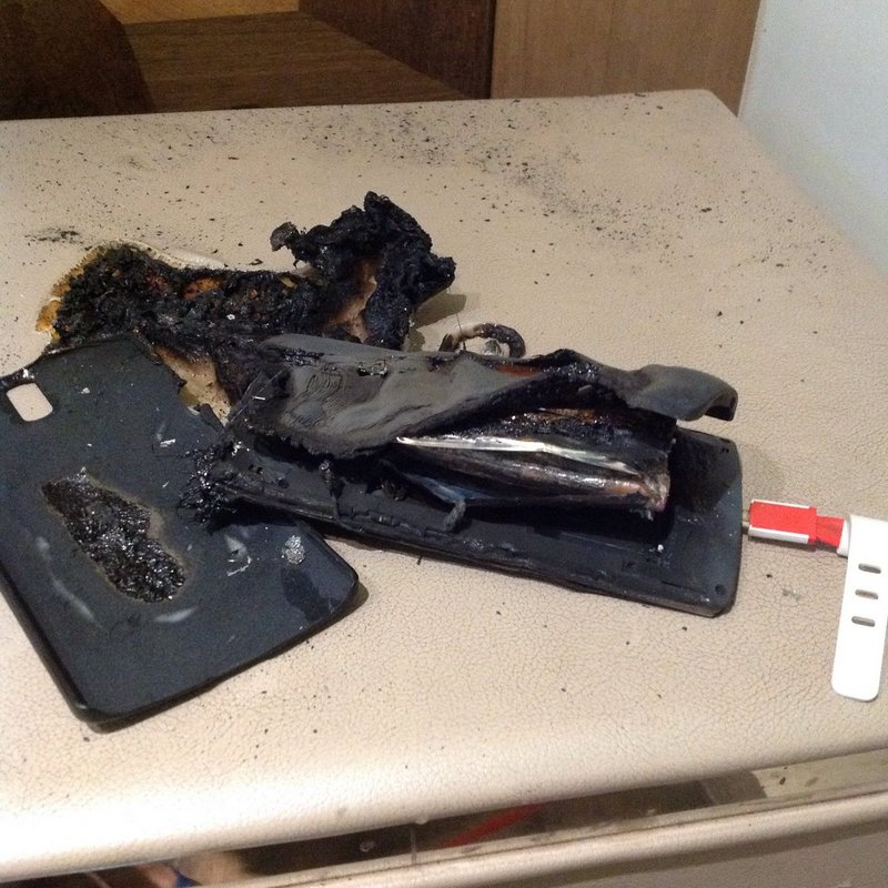 Charred-remains-of-Gosains-OnePlus-One.jpg