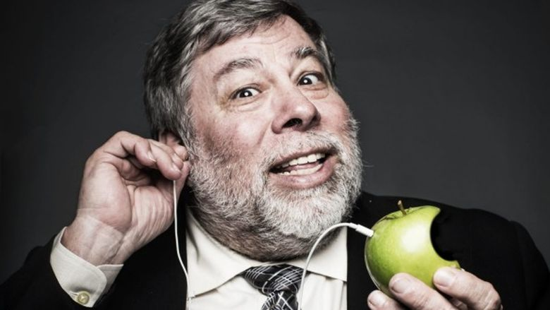 Steve-Wozniak-earbuds