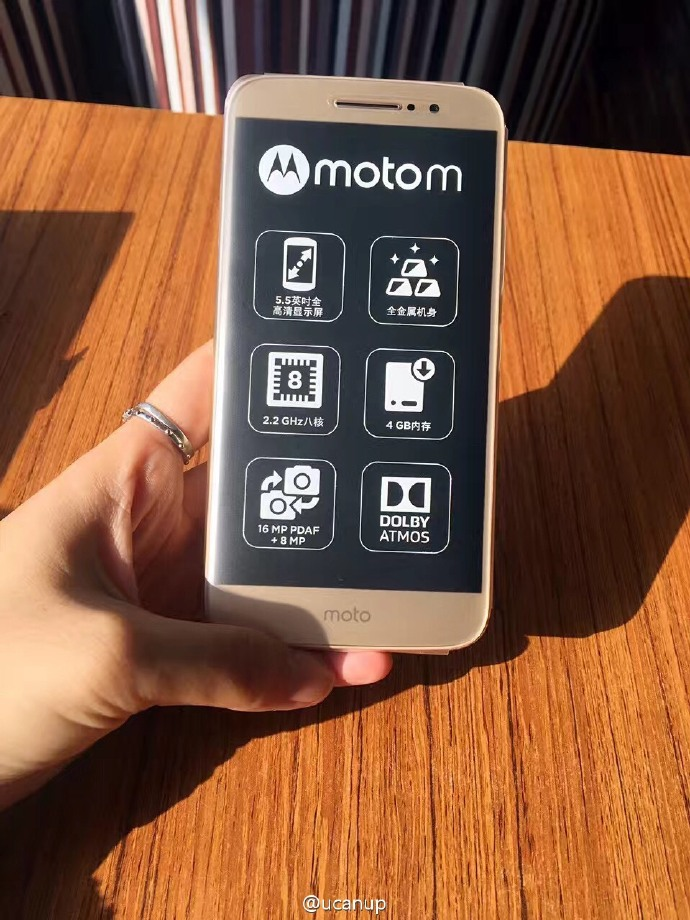 New-images-of-the-Motorola-Moto-M-and-the-retail-box-surface-3.jpg