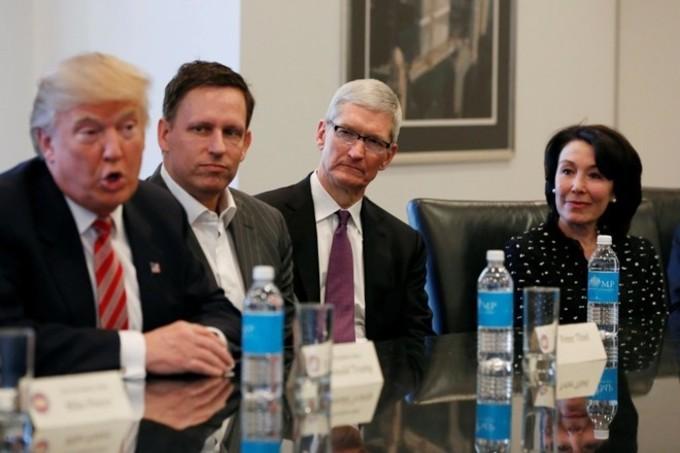Tim Cook Donand Trump 4gnews Apple