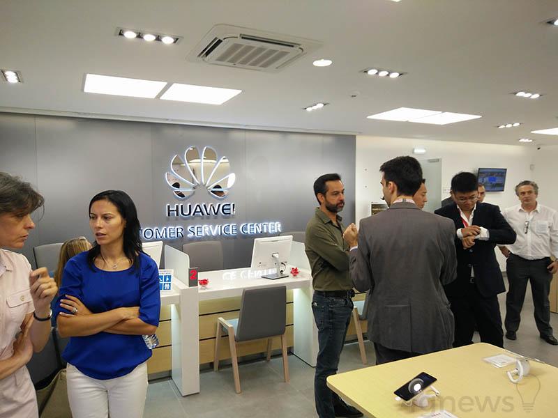 Loja Huawei Ren Zhengfei multa