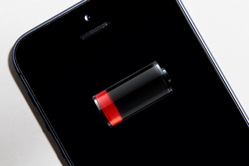 Aprende 10 dicas para poupar bateria no teu smartphone Android e iPhone