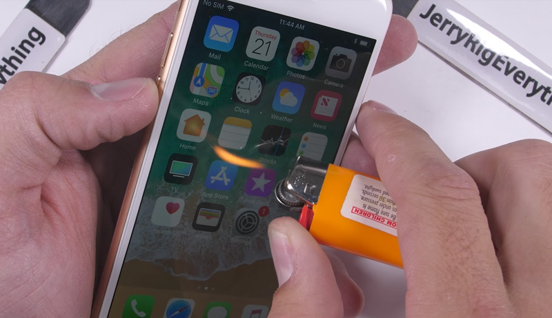 Apple iPhone 8 surpreende no teste de resistência