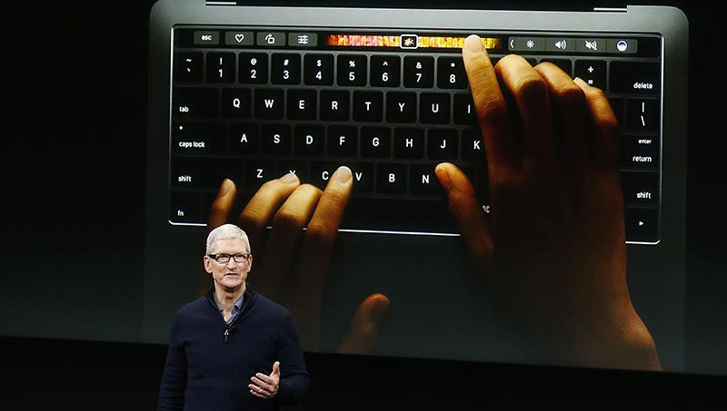 macOS 10.14 WWDC 2018 Apple MacBook Pro Tim Cook