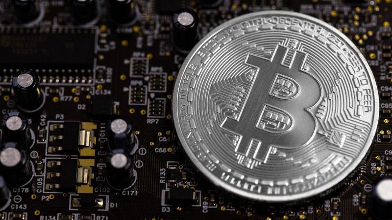 Bitcoin ultrapassa os 9000$ e Ethereum ganha mais força