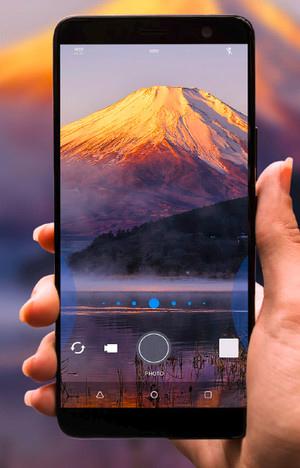 HTC U11+ smartphone translúcido