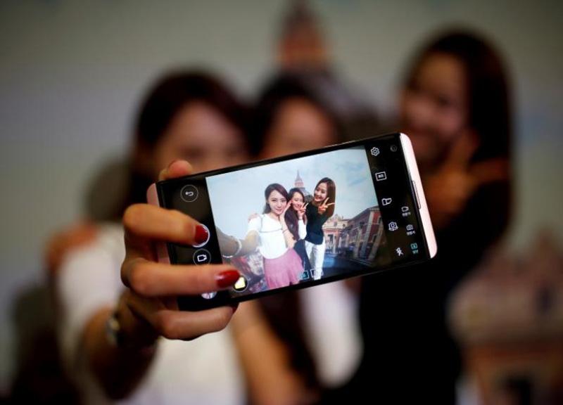 Samsung Galaxy S9 Android LG G7 LG Reuters LG smartphones
