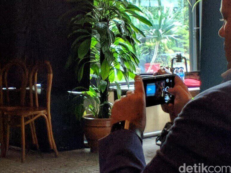 Nokia-9-8-Sirocco-Spy-photos-Indonesia-2.jpg