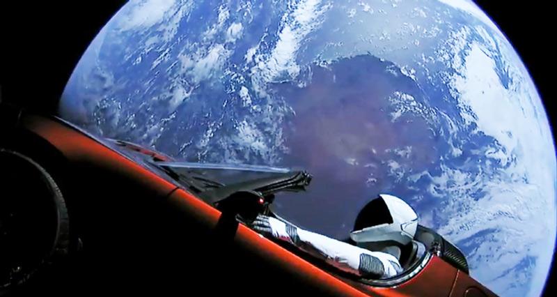 """Space X: """"StarMan"""" está dentro de um Tesla a voar pelo Espaço"""