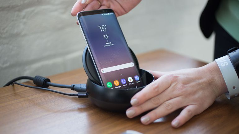 Samsung DeX smartphone
