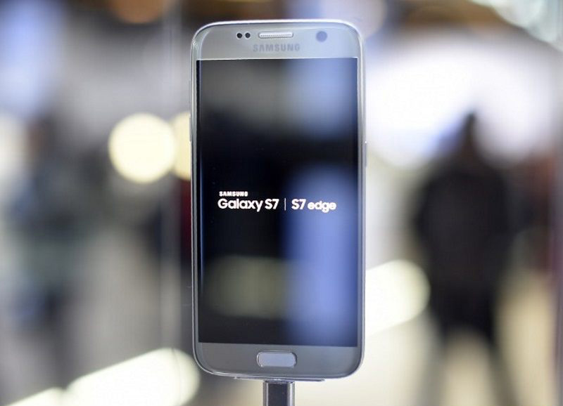 Samsung Galaxy S7 Android Oreo reuters
