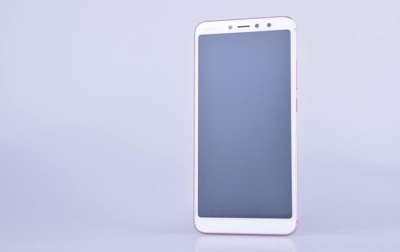 Xiaomi Redmi S2 em novas imagens ao lado do Mi Mix 2s e Note 5 Pro