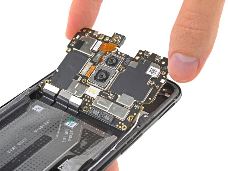 Xiaomi Mi 8 OnePlus 6 Android Oreo OxygenOS iFixit