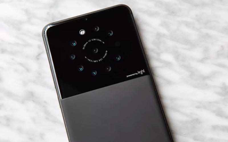 Protótipo de smartphone com 9 câmaras traseiras revelado pela 'Light'