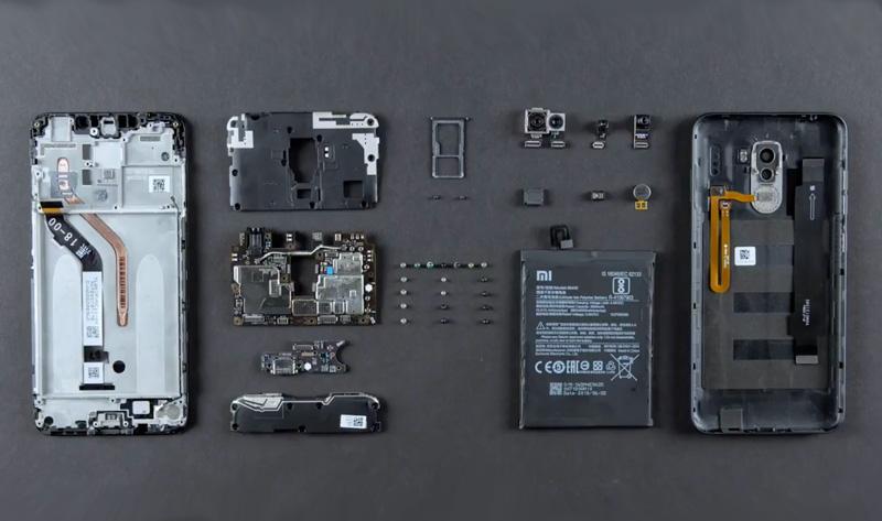 Xiaomi Pocophone F1: Vê tudo o que está dentro do smartphone (vídeo)