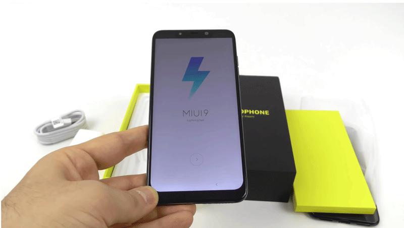 Xiaomi Pocophone F1: Unboxing mostra-nos o smartphone ao pormenor